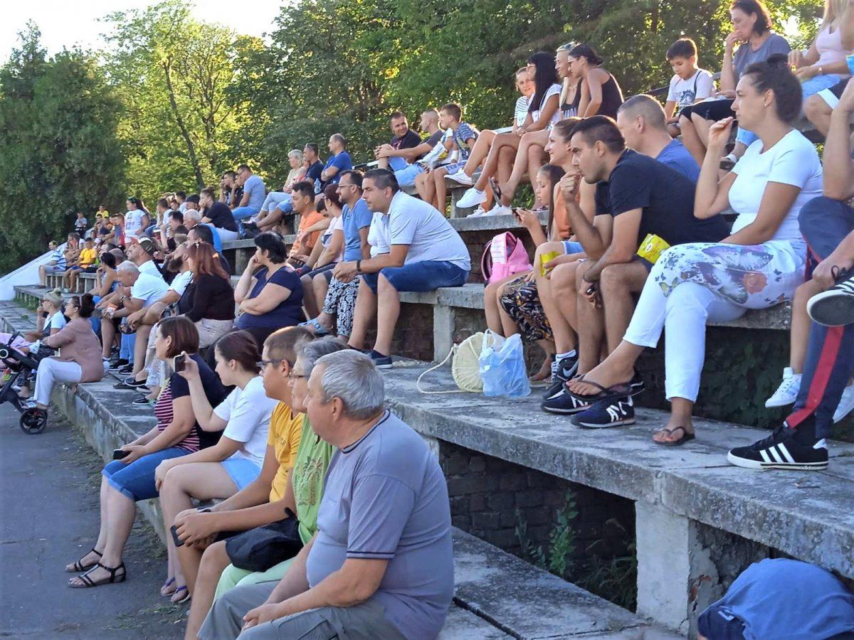 Humanitarni turnir publika