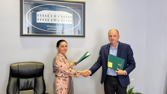 Jaksa Simic potpisivanje ugovora